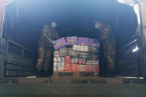 Anche l'esercito italiano impegnato nella distribuzione di alimenti