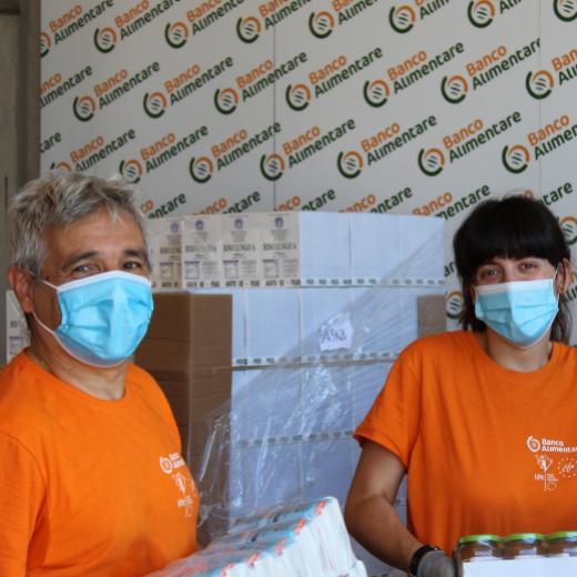 Volontaria presso il magazzino di Imola